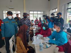 Serbuan Vaksinasi Lanal Dumai di Rupat Utara Dihadiri Gubri