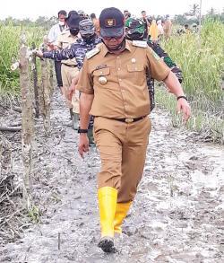 Bupati Rohil Serahkan Bantuan Korban Banjir