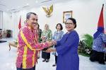 Syamsuar Tepuk Tepung Tawar Jokowi
