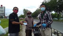 Sosialisasikan 4M, PSMTI, HMI dan Polda Riau Bagikan Masker Gratis