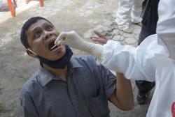 Warga Kecamatan Bukitraya Lakukan Rapid Test Massal