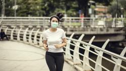 Olahraga Pakai Masker Berbahaya Bagi Pernapasan