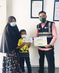 IZI Riau dan Rohis RS Awal Bros Santuni Anak Yatim