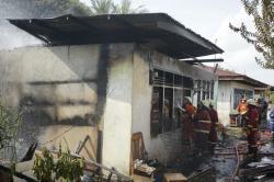 Ditinggal Pemilik, Tiga Unit Rumah Petak di Jalan Durian Terbakar