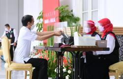 Sebelum Divaksin Covid-19, Jokowi Ngaku Batuk-Batuk Kecil