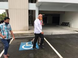 Diklarifikasi Jaksa 7 Jam, Eks Pj Bupati Rohil Pulang Naik Mobil Pikap