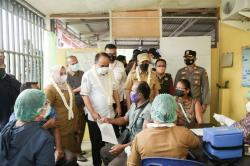 Wamen Desa PDTT Tinjau Vaksinasi Covid-19 di Kecamatan Pinggir
