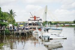 Tak Kuat Menahan Arus Saat Putar Haluan, Kapal Logistik Karam