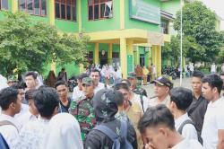 Siswa Demo Kasek di  Hari Pertama Sekolah