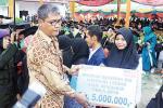 15 Mahasiswa Berprestasi Terima Bantuan Beasiswa