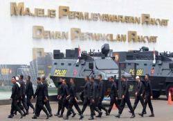 Senayan, Bukan Layaknya Gedung Parlemen, Mirip Shooting Film Perang