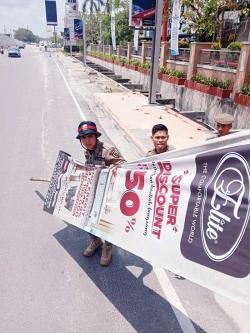Habis Masa Tayang, Belasan Banner Dicopot