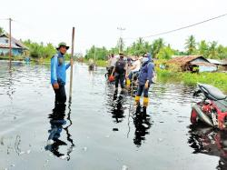 Tanggul Kanal Perusahaan Jebol, Ratusan Warga Meranti Mengungsi