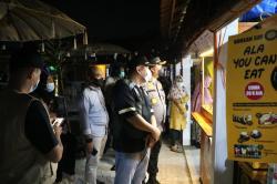 Penertiban Prokes di Raun-Raun, Jalan Arifin Achmad Sempat Ditutup