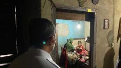 Gubri Kunjungi Nenek Sakit Tinggal di Rumah Kecil