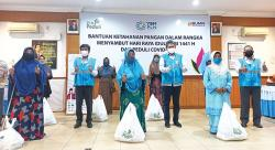 PLN Serahkan 2.473 Bantuan Paket Sembako