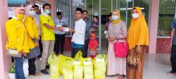Golkar Riau Berbagi Nasi Kotak dan Bingkisan