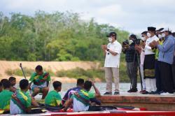 Syamsuar-Andi Putra Beri Motivasi Atlet Dayung Riau