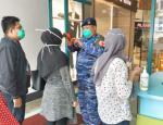 Cek Suhu Tubuh, Mal SKA Siapkan Tenaga Medis dari Rumah Sakit Lanud Roesmin Nurjadin