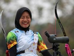 Pemanah Putri Nomor 1 Indonesia Latihan Seadanya