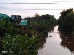 Eko Suharjo Turunkan Dua Alat Berat Tangani Banjir