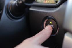 Memanaskan Mobil Sebelum Digunakan adalah Mitos