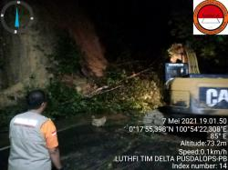 Alat Berat Diturunkan di Titik Longsor Rantau Berangin KM 77