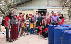 Kukerta LPPM Unri Latih IRT Membuat Pakan Ikan Lele