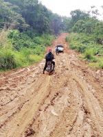 Jalan ke Desa Alim dan  Sanglap Berlumpur