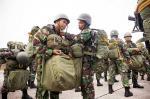 Bersenjata Lengkap Lompat dari Ketinggian 1.200 Kaki