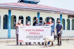 Pertagas Salurkan Bantuan Hewan Kurban di Area Proyek Rokan