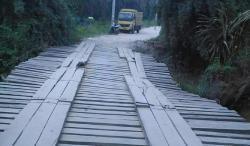 Jembatan Penghubung Rusak Parah