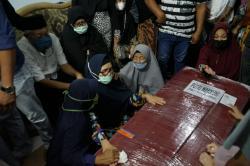 Disambut Tangis Haru, Jenazah Putri Tiba di Pekanbaru