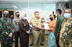 PJ Bupati Bengkalis Serahkan 1.843 Sertifikat Tanah ke Warga