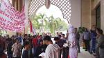 Tuntut Kinerja Pemkab, Mahasiswa Bawa Pocong