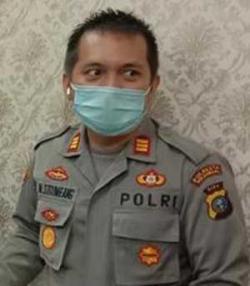 Polsek Tenayan Raya Lakukan Penyemprotan Cairan Disinfektan