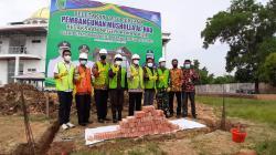 Kajari Rohil Letakkan Batu Pertama Pembangunan Musala Al Haq