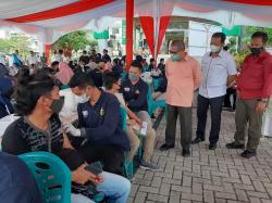 Percepat Target, UMRI dan Polda Riau Vaksinasi Massal 4.000 Dosis