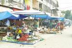Pedagang Kembali Berjualan di Pinggir Jalan Teratai