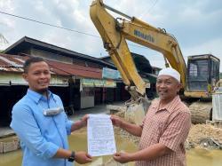 Datangi Lokasi Proyek SPALD Rajawali, Warga Sampaikan Keluhan ke Agung Nugroho