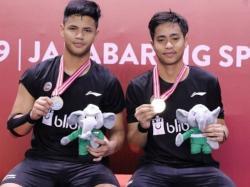 Tanpa Ranking Dunia, 2 Kali di Ambang Kekalahan, Ganda Indonesia Juara