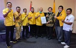 DPP Golkar Serahkan Dukungan Paslon Hamulian-M Sahril Topan