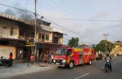 Api Lalap Rumah Makan Minang Menanti
