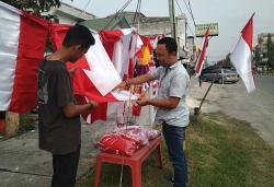 Pedagang  Bendera Bermunculan
