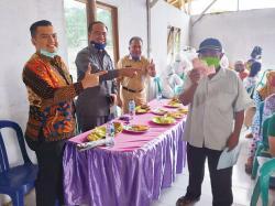 BPR Pekanbaru Salurkan Bansos ke Sungai Ukai
