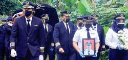 Kru Sriwijaya Air Antar Jasad Kapten Afwan ke TMP