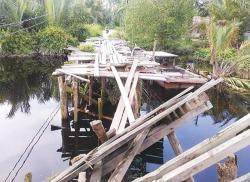 Jembatan Sungai Tembuan Sudah Bisa Dilalui