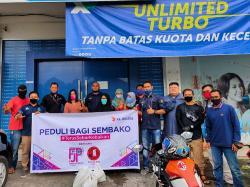 Gandeng Organisasi Filantropi, XL Axiata Bagikan Sembako di Padang