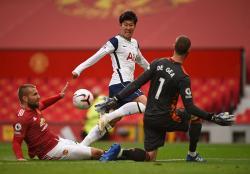 Manchester United Babak Belur di Kandang