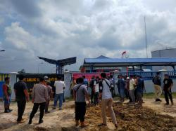 Diduga Buang Limbah, Puluhan Warga 5 Desa Gelar Aksi Damai di PT SSS